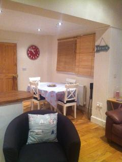 Lounge diner, cosy with everything you need to eat together as a family