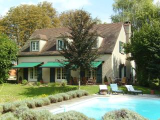 Fabulous house with pool, sleeps 8, Beaune