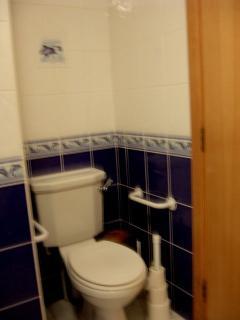 bedroom 2 en-suite toilet area