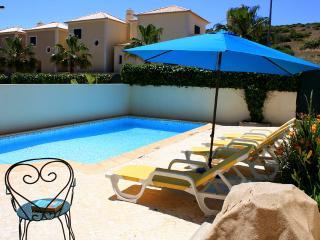 DomusIberica Casa Bonita, fully air-conditioned, private pool,walk to the beach.