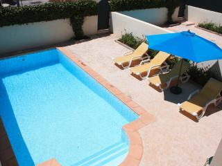 DomusIberica Casa Bonita, has full air-conditioning and private pool.