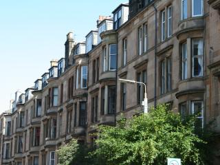 LOVELY 3 BED APARTMENT IN GLASGOW'S WEST END