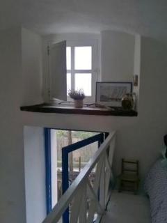 l' ingresso e la finestra del soppalco