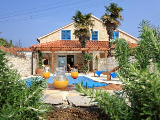 Beach villa with pool, Preko