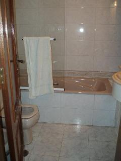 Bathroom for the 2 other bedrooms