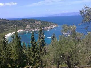nearby beach Kipiadis