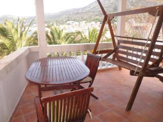 Red apartment (sea view, terrace, for 2), Vis