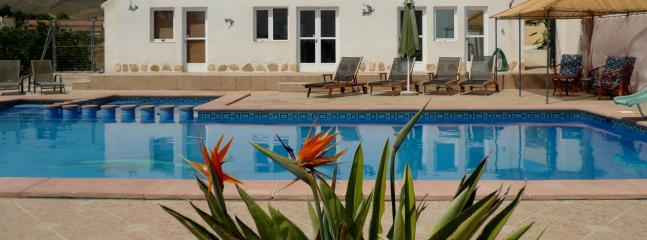 Pool & Poolhouse