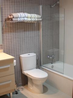 The newly refurbished and spacious en-suite with bath, shower, WC and bidet