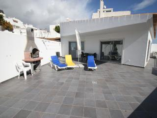 Lovely modern 1 bedroom apartment with air con, marina and sea views free wi-fi