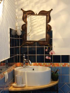 la salle de bain bleue