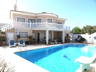 Beautiful Detached Air Conditioned Villa with pool, La Marina