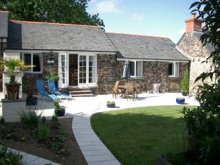 Skybers private, sunny garden & eating area