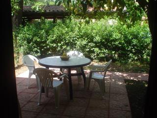 villagemma/POMPELMO con giardino a 350 m. dal mare, Policastro Bussentino