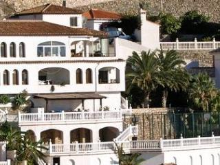 Villa for rent in Cotobro, Large plot, 3 balconies, 300m2 of terraces, 100m2 netted play court