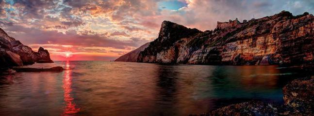 Portovenere, Grotta Byron al tramonto (Ph.Keith Britton)