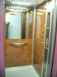 detalle del interior del ascensor