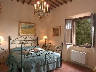 Il Pino Self catering apt with views on sunflowers