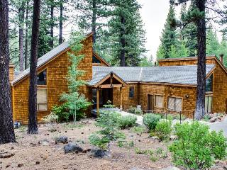 Ski lodging w/private hot tub, close to slopes & tennis!, Truckee
