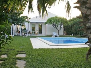 2 bedroom Villa in Marina Di Ragusa, Ragusa Area, Sicily, Italy : ref 2230263