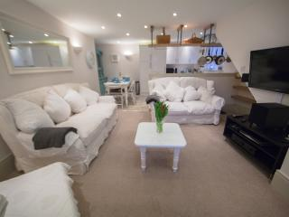No.2, Larkhall Square -  Boutique style Townhouse *BOOK NOW!! CHRISTMAS MARKET!!