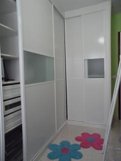 Dormitorio con litera  y bomba de aire frío-calor.(detalle armario)
