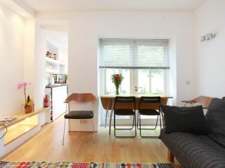 Notting Hill London Apartment with Wifi-Sleeps 4/5