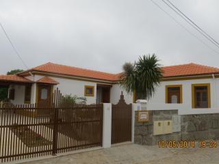 casa da avó campo e praia a 1km até 5 pessoas, Espinho