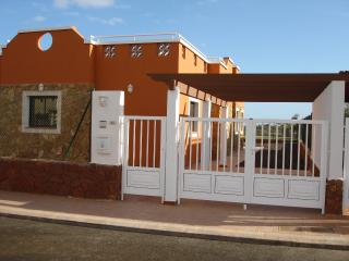 Villa with swimming pool and WIFI located on the golf course in Caleta De Fuste