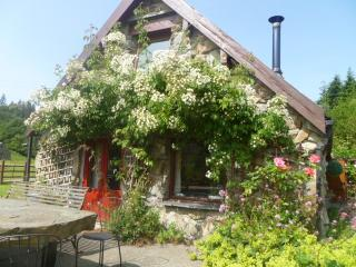 4 bedroomed character cottage. Sleeps 8 with private hot tub and games room