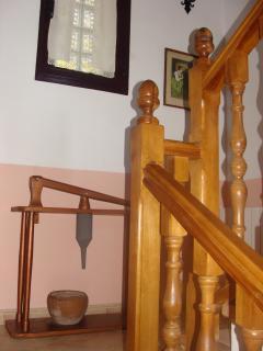 hueco de escaleras que unen las dos plantas