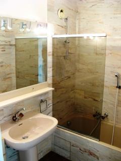 The en suite bathroom