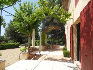 Campagne aixoise belle maison traditionnelle 180m², Eguilles