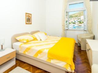 Apartment Mihe - Three-Bedroom Apt. with Balcony, Dubrovnik