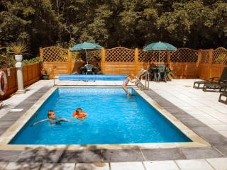 Seasonal Outdoor Heated Pool - end May - Sept