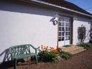 The main entrance to the cottage with parking space