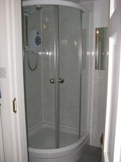 Fully enclosed shower in en suite