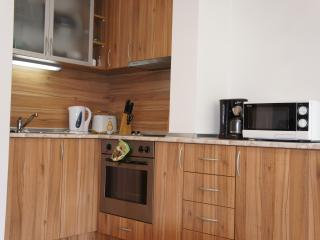 Fully equipped kitchen - Kettle, Toaster, Oven, Grill, Hob, Fridge, Microwave, Coffee Machine