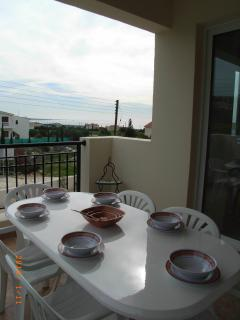 Balcony / dining alfresco