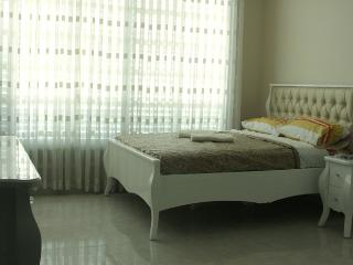 Designed apartment 1 min beach, Bat Yam