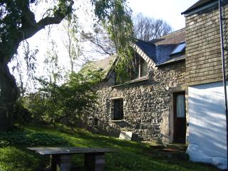 5*  Sunny Retreat Cottage, Newport, Pembs.