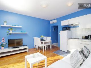 Hvar downtown apartment: Blue!
