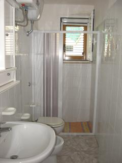 bagno con box doccia