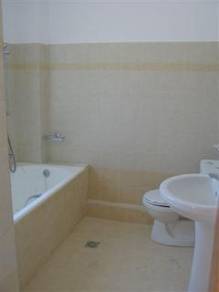 En-suite bathroom with full size bath