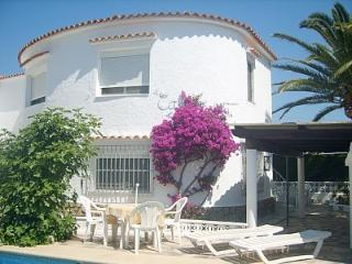 Denia Apt in villa 120m2, pool, sea 200m, WIFI