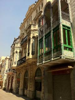 conjunto de edificios modernistas de la calle principal