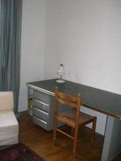 desk in single bedroom