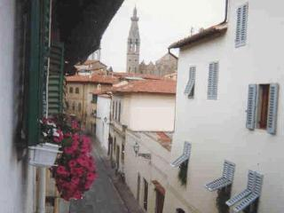 1 bedroom apartment in characteristic Florence street, ideal location for sightseeing in the city
