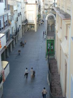 vista desde el edificio, en dirección a la iglesia