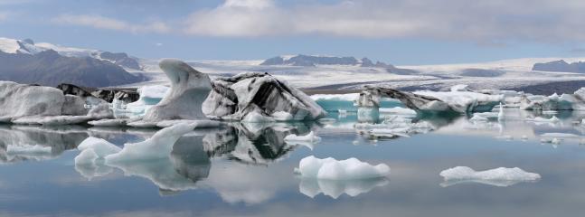 Jökulsárlón('Glacier lagoon') 340 km away.